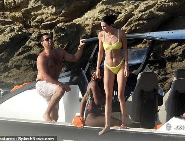 Mê mẩn dáng vóc nuột nà của Kendall Jenner - 12
