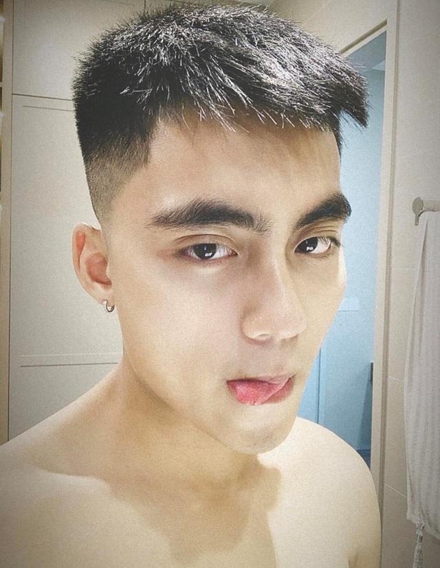 Em trai Sơn Tùng M-TP khoe ảnh lộ vẻ đẹp trai, sành điệu - 1