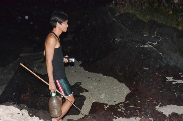 Nhanh tay, tinh mắt cầm đèn đi vạch đá săn cua đặc sản ở đảo An Bình - 2