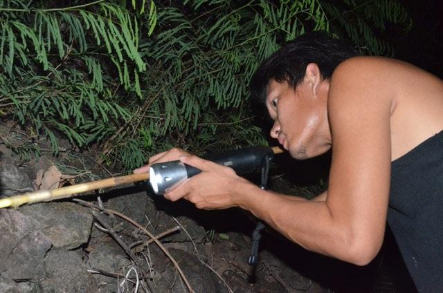 Nhanh tay, tinh mắt cầm đèn đi vạch đá săn cua đặc sản ở đảo An Bình - 7