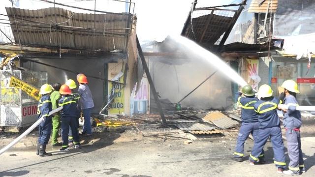 Hỏa hoạn thiêu rụi nhiều căn nhà trên quốc lộ 91 - 6