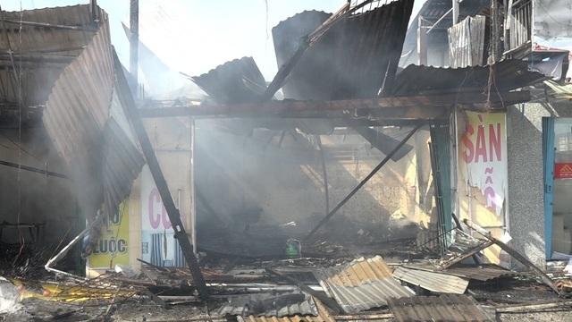 Hỏa hoạn thiêu rụi nhiều căn nhà trên quốc lộ 91 - 7