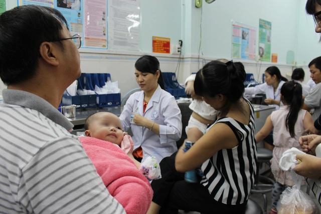 TPHCM: 2 trẻ bị sốc phản vệ nặng sau tiêm chủng - 1