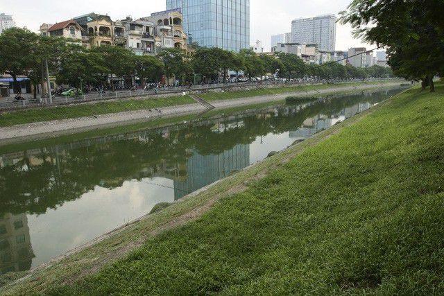Xả hơn 1 triệu khối nước hồ Tây ra sông Tô Lịch - 1