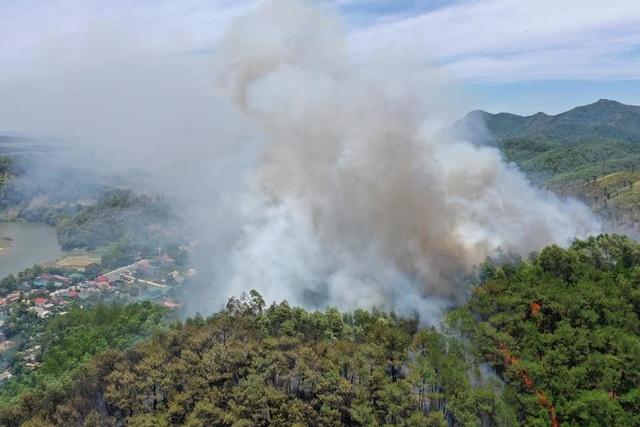 Toàn bộ nhân viên Điện lực Hương Sơn thức trắng đêm để chống cháy rừng - 2