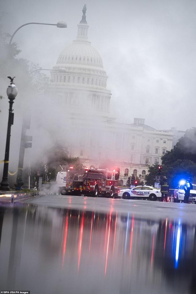Thủ đô Wasington ngập nặng vì mưa lớn, Nhà Trắng cũng không thoát - 3
