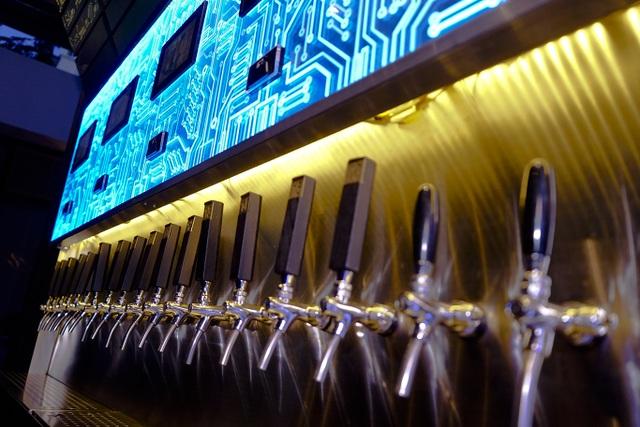 Chỉ cần 1.000 đồng cũng có thể uống bia nổi tiếng thế giới - 1