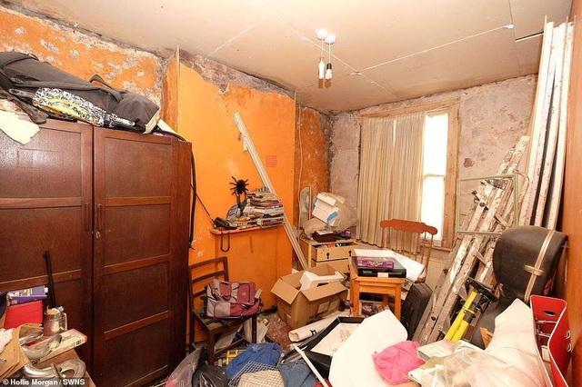 """Ngôi nhà vô chủ không có mái với một """"núi rác"""" được bán trên thị trường với giá gần 9 tỉ đồng - 4"""