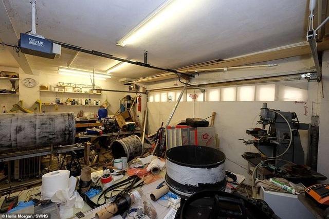 """Ngôi nhà vô chủ không có mái với một """"núi rác"""" được bán trên thị trường với giá gần 9 tỉ đồng - 5"""