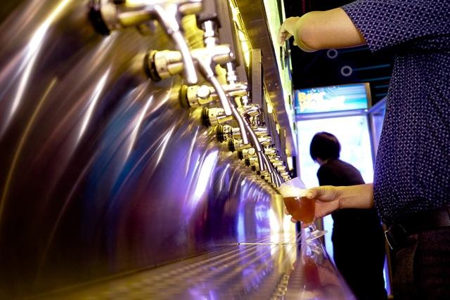 Chỉ cần 1.000 đồng cũng có thể uống bia nổi tiếng thế giới - 4