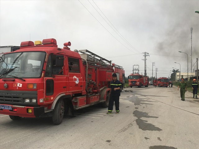 Nhà máy dược phẩm bốc cháy dữ dội kèm tiếng nổ lớn - 2