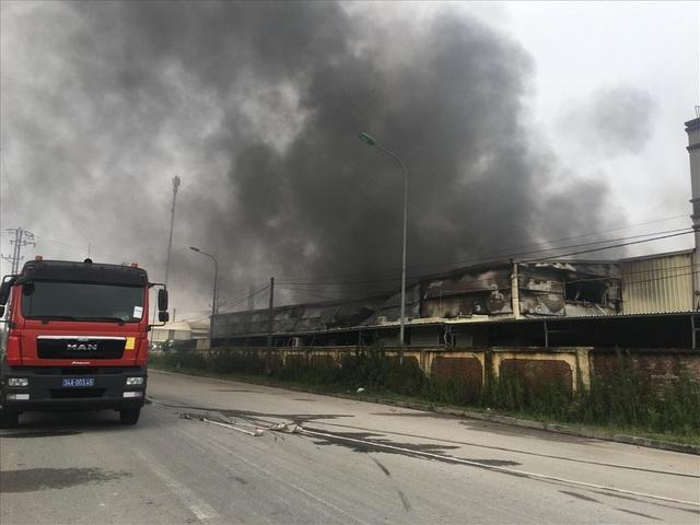 Nhà máy dược phẩm bốc cháy dữ dội kèm tiếng nổ lớn - 4