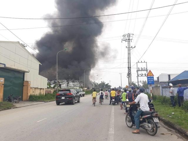 Nhà máy dược phẩm bốc cháy dữ dội kèm tiếng nổ lớn - 3