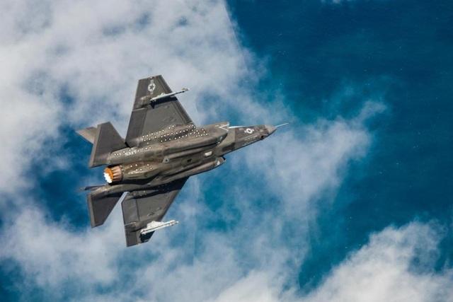 """Khoảnh khắc """"tia chớp"""" F-35C chuyển sang chế độ bay siêu âm - 1"""