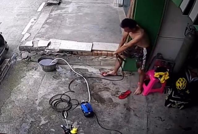 Clip cảnh báo nguy cơ giật điện từ máy bơm, thiết bị nhiều gia đình Việt đang sử dụng - 1