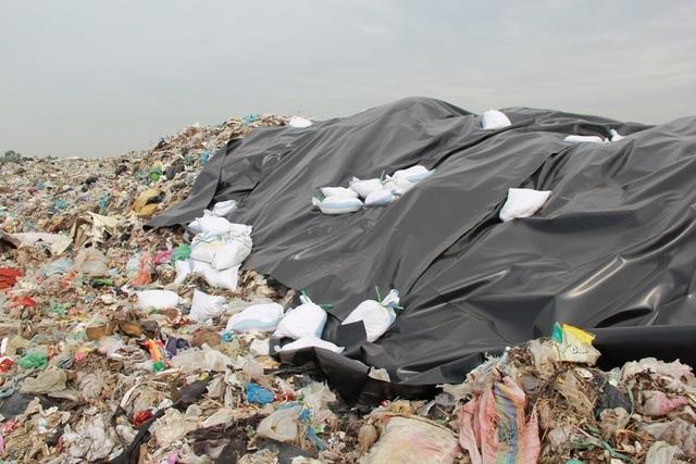 Cận cảnh những núi rác cao hơn ngôi nhà 4 tầng tại TP biển Sầm Sơn - 2