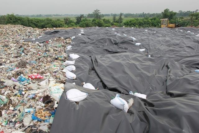 Cận cảnh những núi rác cao hơn ngôi nhà 4 tầng tại TP biển Sầm Sơn - 3