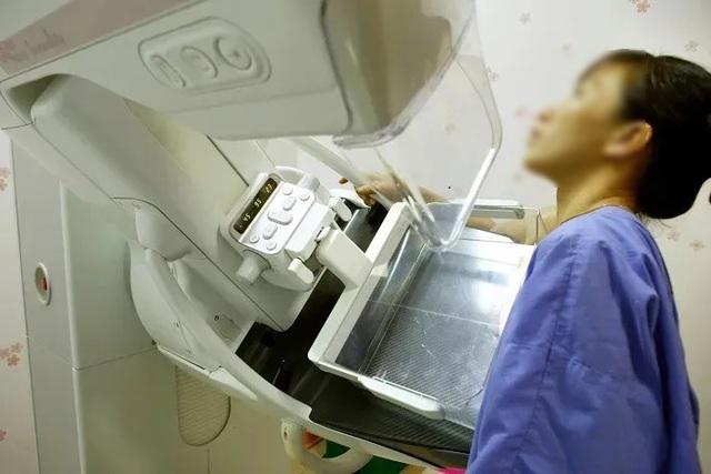 Vô tình sờ ngực, cô gái trẻ 29 tuổi chưa chồng sốc vì phát hiện khối u vú - 1