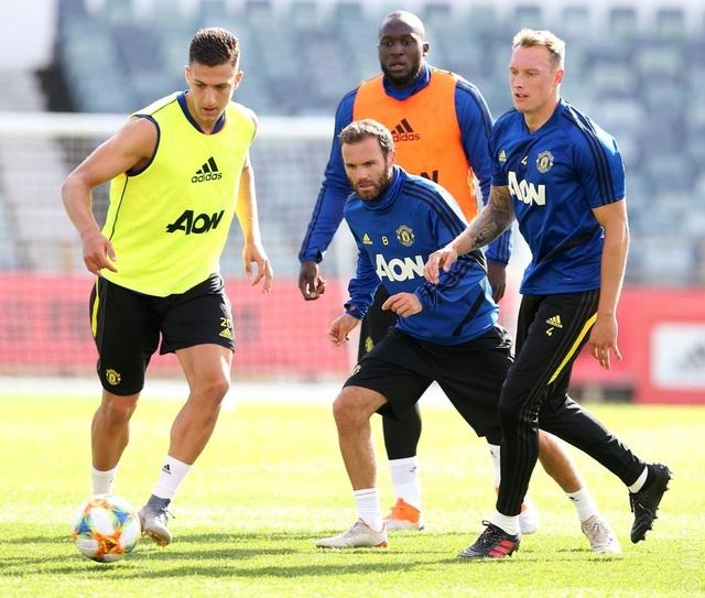 Các tân binh đắt giá tập luyện cùng Man Utd tại Australia - 14