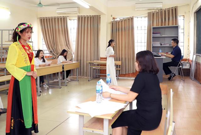 Hơn 800 thí sinh bước vào cuộc tranh tài năng khiếu tại trường CĐ Sư phạm Trung ương - 7
