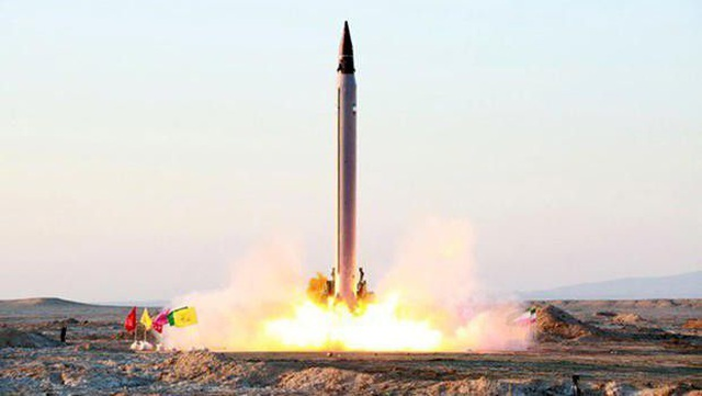 Iran dọa tiêu diệt tàu sân bay Mỹ bằng tên lửa - 1