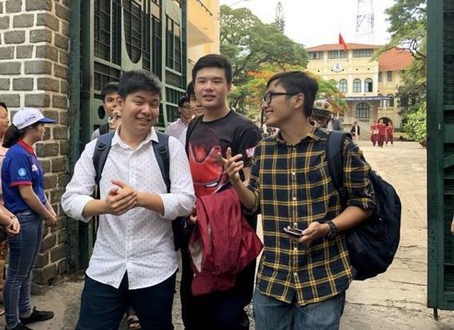 Hai trường ĐH ở TPHCM công bố điểm chuẩn bằng học bạ - 1
