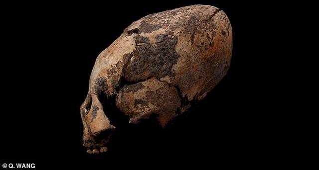 """Tìm thấy hộp sọ """"ngoài hành tinh"""" trong ngôi mộ 12.000 năm ở Trung Quốc - 1"""