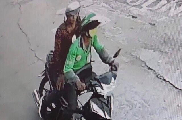 Ráo riết truy bắt hung thủ cứa cổ tài xế xe ôm cướp xe - 1
