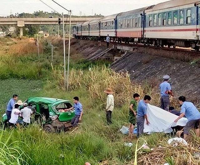 Vụ tàu hỏa tông taxi: Thảm cảnh gia đình có 2 người tử vong, 2 người nguy kịch - 3