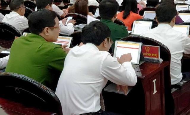 """Kỳ họp Hội đồng nhân dân """"không giấy"""" lần đầu tiên tại Thái Bình"""