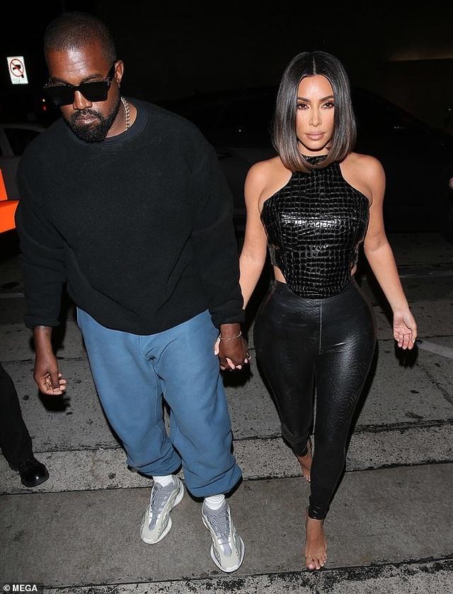 Kim Kardashian và chị gái đọ thân hình nảy lửa - 7