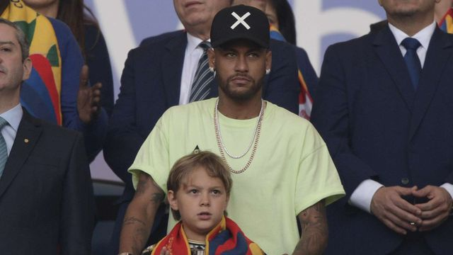 Chống đối ra mặt, Neymar nhận án phạt nặng - 1