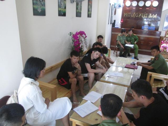 Triệt phá nhóm người Trung Quốc bao nguyên khách sạn để đánh bạc qua mạng - 1