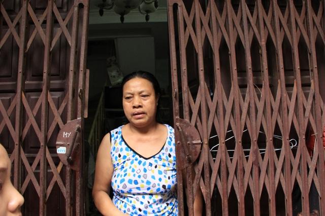 Hà Nội: Hàng loạt căn nhà xiêu vẹo, phải chống nạng tựa vào nhà chung cư - 4