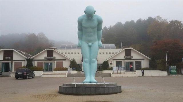 """Bức tượng khỏa thân """"Người đàn ông cúi đầu"""" sẽ được dựng theo trục dọc sông Hương - 2"""