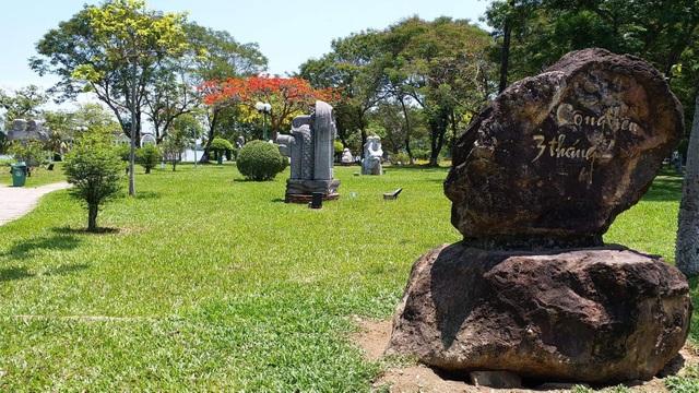 """Bức tượng khỏa thân """"Người đàn ông cúi đầu"""" sẽ được dựng theo trục dọc sông Hương - 1"""