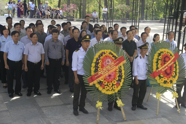 Đoàn công tác Bộ LĐ-TBXH tri ân các anh hùng, liệt sĩ tại Quảng Trị - 1