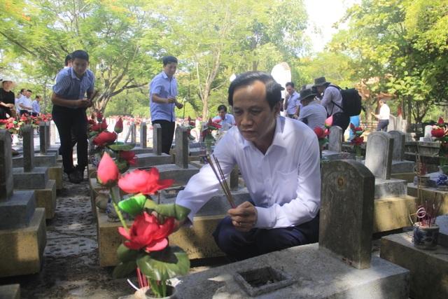 Đoàn công tác Bộ LĐ-TBXH tri ân các anh hùng, liệt sĩ tại Quảng Trị - 4