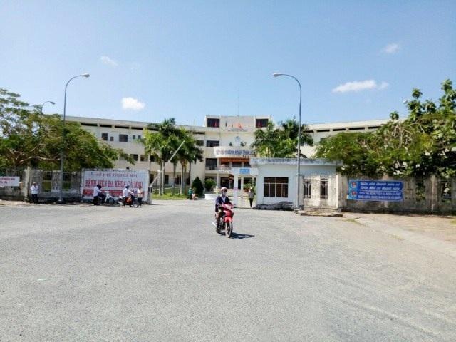 Giám đốc Sở Y tế Cà Mau lý giải việc bác sĩ ở một số bệnh viện công xin nghỉ việc - 2