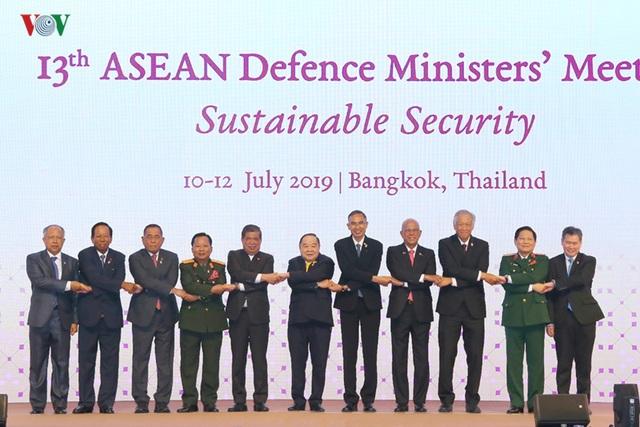 Bộ trưởng Quốc phòng ASEAN đồng thuận về an ninh bền vững - 1