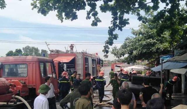 Dùng rìu phá cửa cứu ngôi nhà vắng chủ bốc cháy giữa trưa - 1