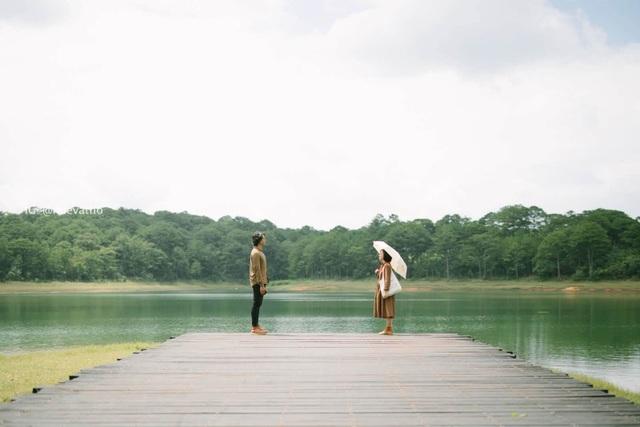 Cặp đôi 9x chụp ảnh du lịch Đà Lạt tình bể bình khiến dân mạng mê mẩn - 5
