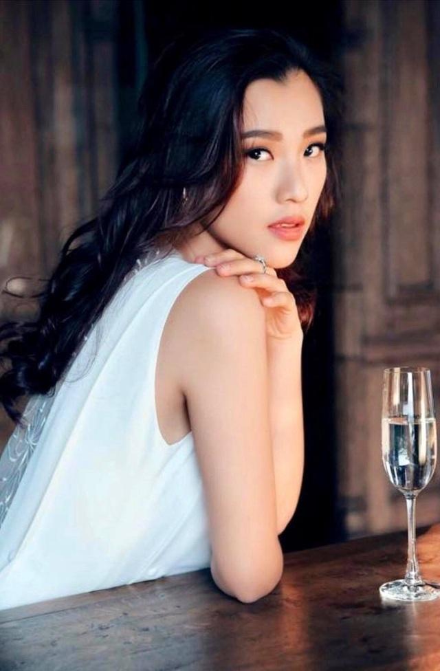 """Á hậu Hoàng Oanh: """"Tối kỵ """"tọc mạch"""" vào chuyện người khác"""" - 2"""