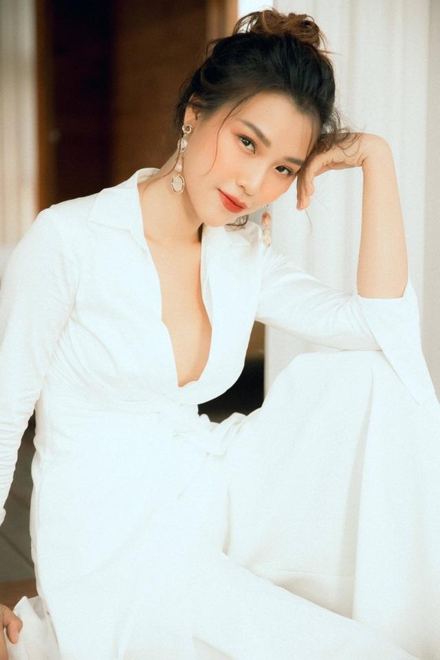 """Á hậu Hoàng Oanh: """"Tối kỵ """"tọc mạch"""" vào chuyện người khác"""" - 1"""