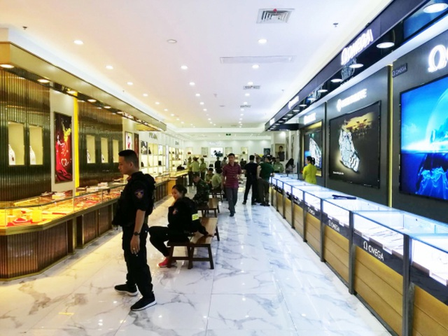Rolex watches cost almost 500 million sold in Mong Cai, counterfeit goods - 2