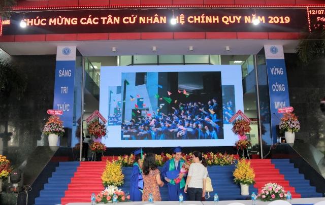 ĐH Luật TPHCM trao bằng danh dự cho sinh viên qua đời vì bệnh ung thư - 1