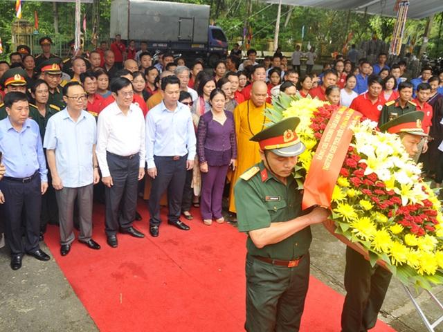 Nguyên Chủ tịch nước Trương Tấn Sang viếng Nghĩa trang Liệt sĩ Quốc gia Vị Xuyên - 1