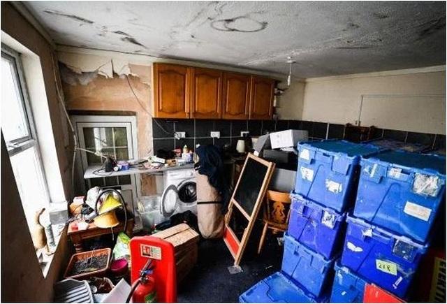 Rùng mình nghe âm thanh lạ từ tầng hầm, chủ nhà bỏ chạy không dám về nhà - 6