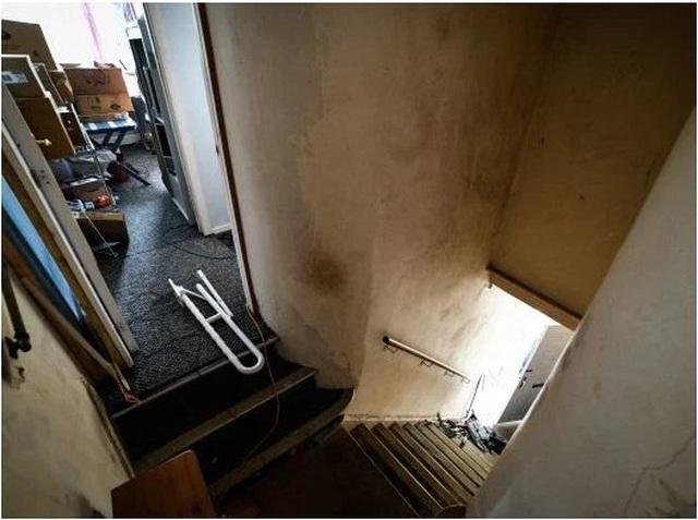 Rùng mình nghe âm thanh lạ từ tầng hầm, chủ nhà bỏ chạy không dám về nhà - 7