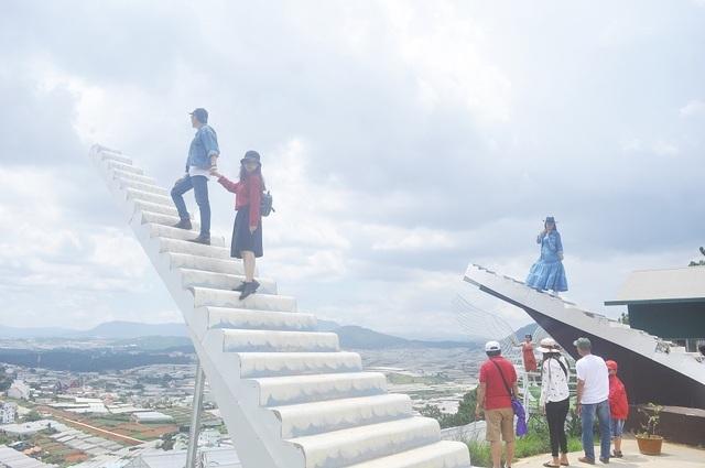 Thực hư thông tin buộc tháo dỡ 'Nấc thang thiên đường' ở Đà Lạt - 1
